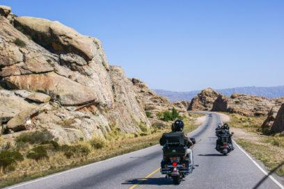 Cruzando as Altas Cumbles de Harley Davidson