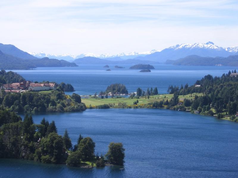 Vista do Hotel Llao Llao e lago Nahuel Huapi