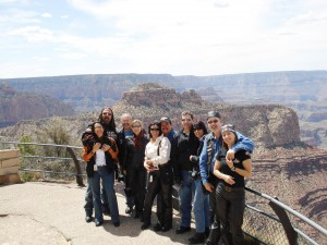 Grupo com o Grand Canyon ao fundo