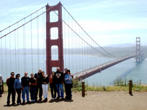 Grupo com a Golden Gate ao fundo