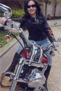 A Psicóloga Maria Imaculada e sua Harley Davidson Deuce: prazer