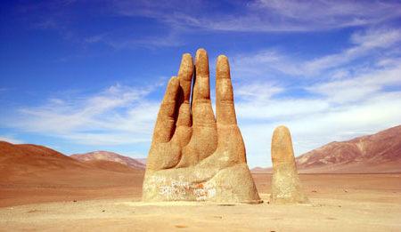 Mão gigante do Deserto de Atacama