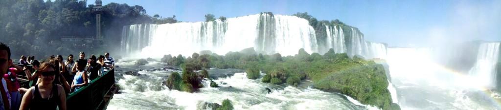 Foto panorâmica das Cataratas do Iguaçu