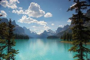 Vista do Maligne Lake