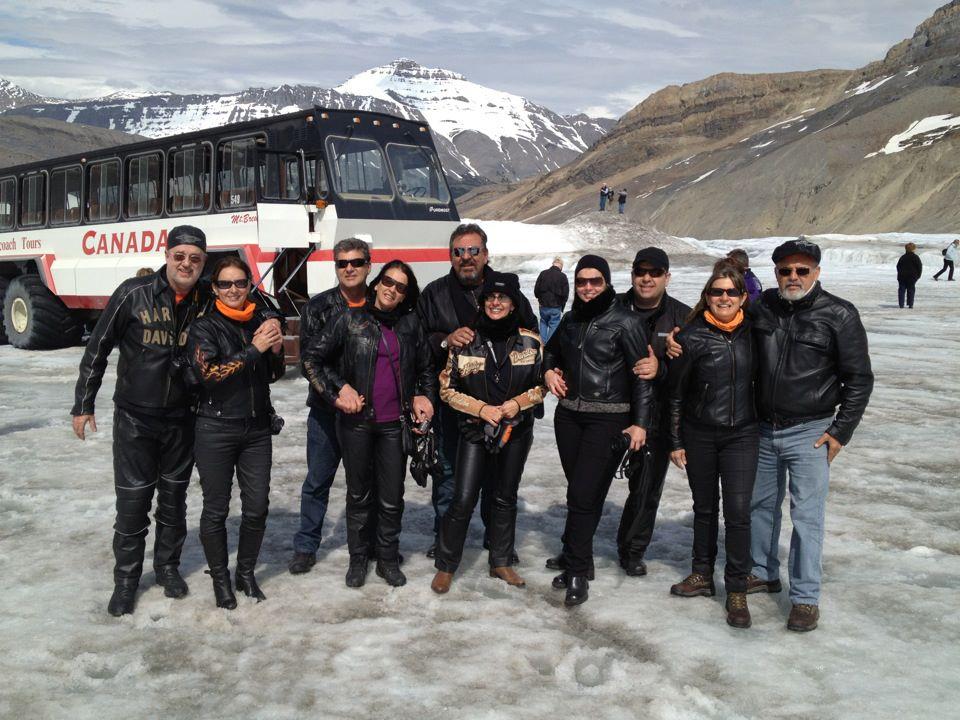 Grupo no passeio guiado pelo Icefields Columbia