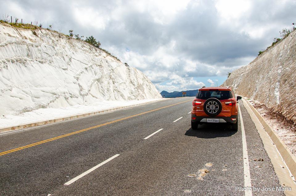 Trecho asfaltado da Estrada Real entre Milho Verde e Serro