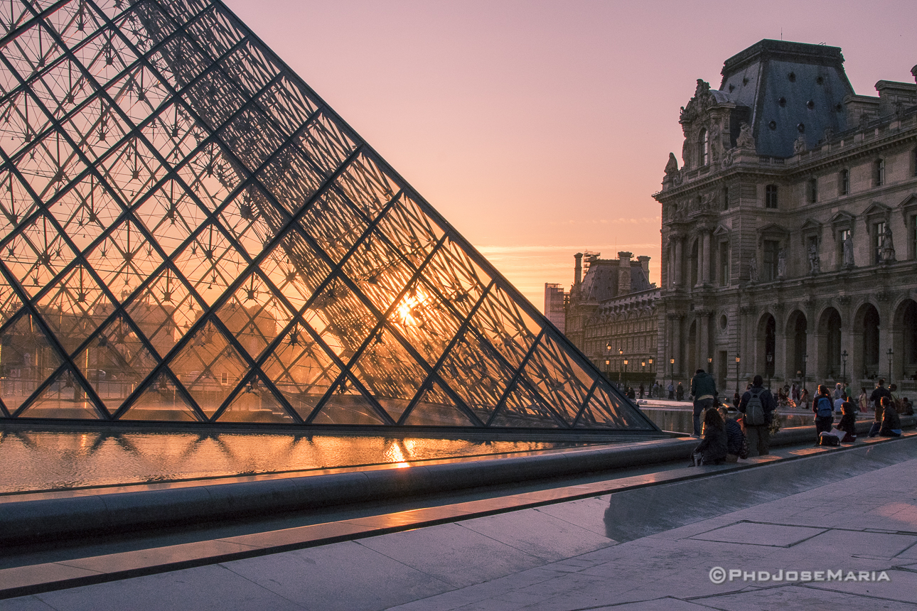 Pôr do Sol no Louvre