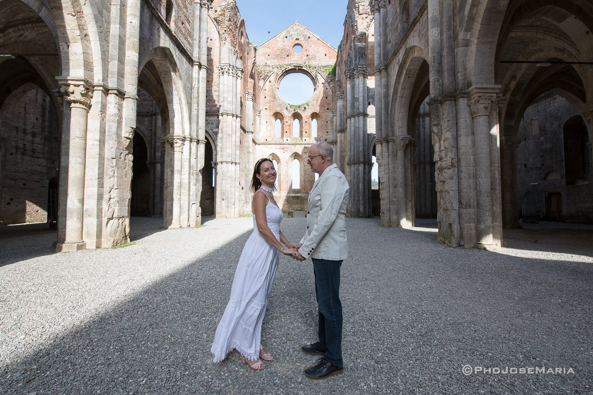 Celebração na Abadia de San Galgano, na Toscana